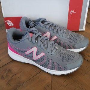 🆕️ Girls New Balance Shoes